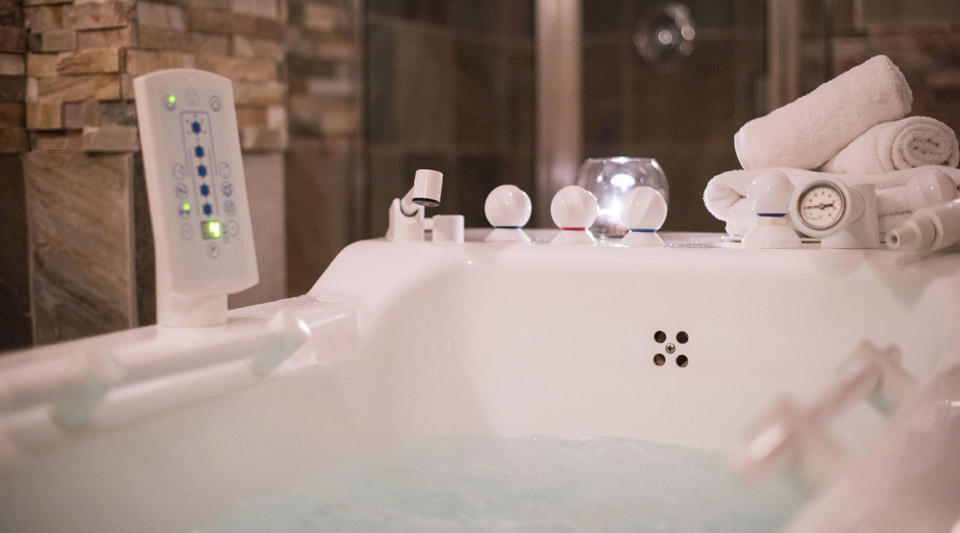 Hydrotherapy Tub Therapy Courtenay BC - Old House Hotel & Spa