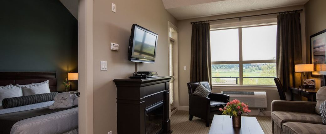 Deluxe One Bedroom Suite Hotel in Courtenay BC