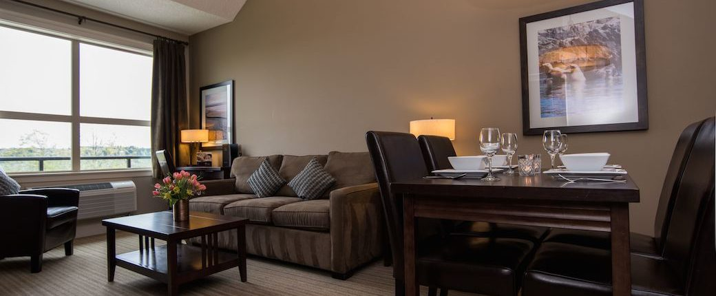 Deluxe One Bedroom Suite Hotel in Courtenay